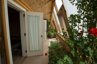earthship-indoor-greenhouse